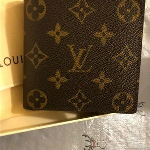 Louis Vuitton Mens bifold wallet with coin pocket